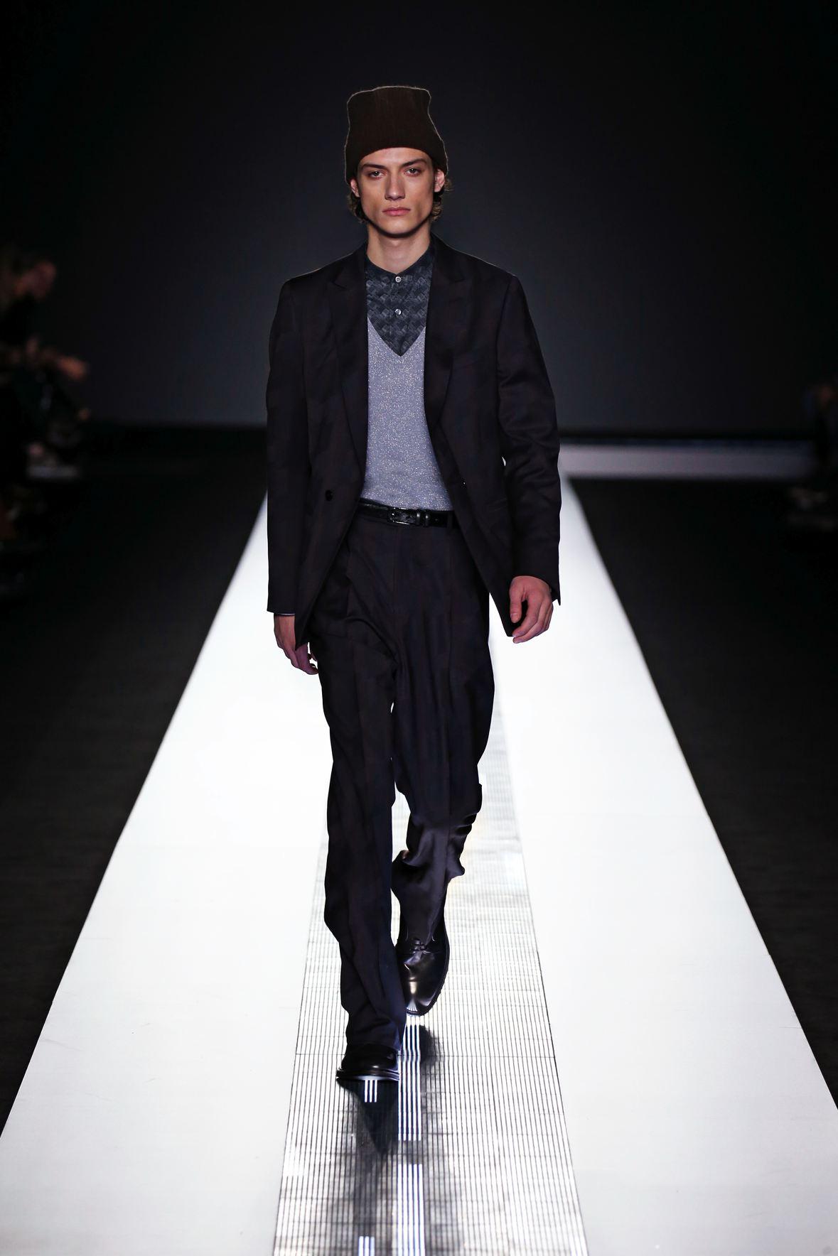 9a8fe7bcc023 Capi d alta sartoria mixati ad elementi e tagli dal puro stile sportswear  rendono l uomo Zileri perfetto a rappresentare una realtà contemporanea con  uno ...